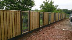 hout beton schuttingen Outdoor Projects, Outdoor Decor, Pallet Designs, Backyard Fences, Wooden Fence, Garden Spaces, Wood Pallets, Garden Inspiration, Home Deco