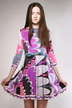 Emilio Pucci for Saks Fifth Avenue, Italy silk jersey dress. Modern 60s Fashion, 60 Fashion, Purple Fashion, Fashion Fabric, Timeless Fashion, Vintage Fashion, Vintage Couture, Funky Fashion, Ethical Fashion