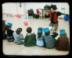 Magico momento di Narrazione di fiabe per bambini