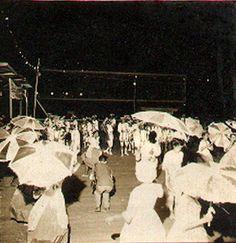 "1960 - Carnaval no Parque do Ibirapuera - Escola de Samba de Vila Maria - Passistas ""Frevo""."