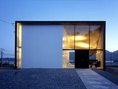 Entrance to house in Ohno (Suppose Design)