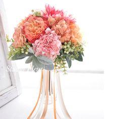コーラルピンクのお花のナチュラルクラッチブーケ Silk Flower Bouquets, Silk Flowers, Glass Vase, Home Decor, Flowers, Decoration Home, Room Decor, Interior Design, Home Interiors