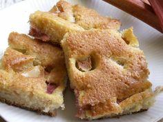 Rabarber - inte bara försommargott! Baka härlig långpannekaka som smakar mer och som går utmärkt att frysa!