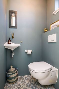 8 Inspiring Guest Toilet Design Ideas To maximize Small Space - About-Ruth Small Downstairs Toilet, Small Toilet Room, Guest Toilet, Downstairs Bathroom, Cloakroom Toilet Downstairs Loo, Office Bathroom, Neutral Bathroom, Boho Bathroom, Bathroom Wall Art