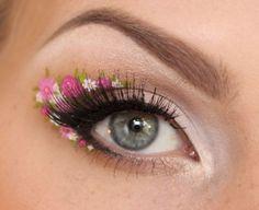 Tres tres joli maquillage des yeux avec des fleurs  #makeup #flowers