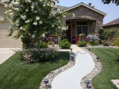 Beautiful Pebbles Ideas For Landscaping In Backyard 04