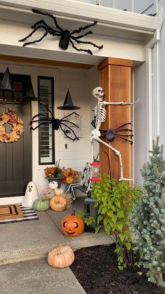 Porche Halloween, Dulceros Halloween, Halloween Outside, Holidays Halloween, Vintage Halloween, Halloween Costumes, Women Halloween, Family Halloween, Halloween Party Ideas