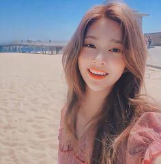 Kpop Girl Groups, Kpop Girls, Cute Korean Girl, Japanese Girl Group, Kim Min, 3 In One, Her Smile, The Wiz, Beauty And The Beast