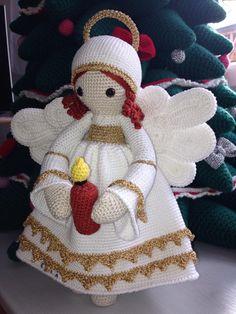Een schitterende Kerst Engel gehaakt door Sonja Fritzen  /  A Beautiful Christmas Angel by Sonja Fritzen