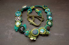 Fleur long collier, bijoux déclaration mixed media, vert, turquoise chartreuse OOAK