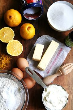 Flavored with lemon zest and freshly squeezed lemon juice, this incredibly tasty and moist ricotta pound cake is the perfect treat: great with afternoon tea, great as a dessert, great for gifting. Shortbread, Ricotta Pound Cake, Pound Cake Recipes, Pound Cakes, Sandwiches, How To Squeeze Lemons, Butter, Coco, Dessert Recipes