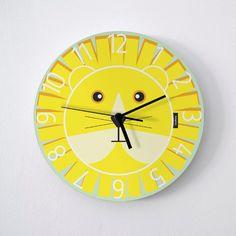 Artículos similares a Big Kids Wall Clock Lion / Bright Yellow : high quality products from original izzybizzy illustrations en Etsy Shades Of Yellow, Bright Yellow, Traditional Clocks, Clock For Kids, Retro Clock, Cool Clocks, Diy Clock, Important Dates, Vintage Marketplace