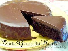 Torta Glassata alla Nutella e'una delle mie ricette con la nutella piu' buone e golose che d'estate verra' servita con un po' di gelato, io lo preferisco alla stracciatella