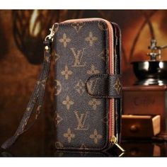 b5b4fb37859e 21 Best housse iphone 6s louis vuitton images   Iphone holster ...