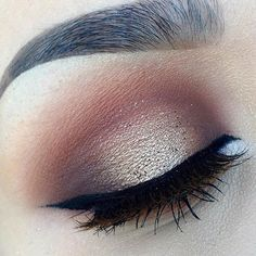 Want to perfect those eyeliner? 12 EYELINER HACKS for FLAWLESS Winged Eyeliner Every Time! Pretty Makeup, Love Makeup, Makeup Inspo, Makeup Inspiration, Beauty Makeup, Makeup Ideas, Beauty Tips, Makeup Set, Beauty Products