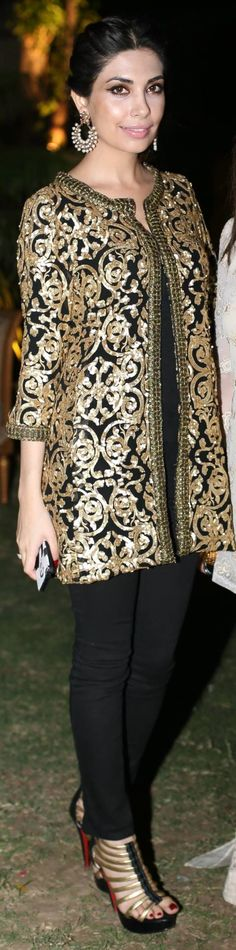 Full length picture of Maheen Taseer in Sana Safinaz Black & Gold Jacket