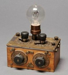 Video killed the Radio star! Check for the best industrial style TV… Lampe Steampunk, Steampunk Diy, Steampunk Clothing, Radios, Vintage Industrial Decor, Industrial Style, Poste Radio Vintage, Radio Antique, Lampe Retro