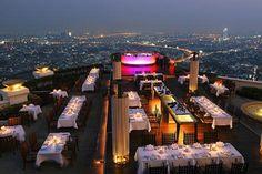 2. Sirocco Restaurant A vista para Bangkok, na Tailândia, é incrível do topo deste prédio de 63 andares. Cenas da comédia Se Beber Não Case 2 foram filmadas lá.