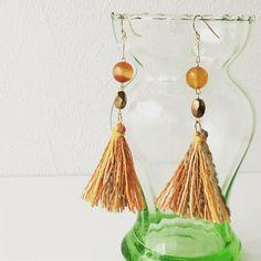 Carnelian & Quote earring for acquiring better fortune. http://ift.tt/2azV6EY #pinkoishop #pinkoi #carnelianeartings #teorimono #勝負運トリプルUPカーネリアン水晶末広がりタッセルピアスorイヤリング