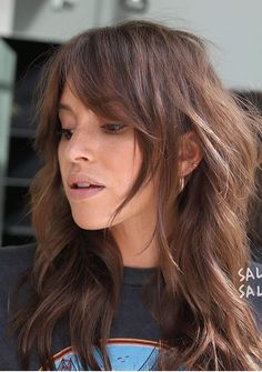 Haare Coiffure, haircut, stylish hair for girls Indoor Backyard Medium Hair Cuts, Long Hair Cuts, Medium Length Hair Cuts With Bangs, Messy Medium Hair, Medium Textured Hair, Hairstyles Haircuts, Cool Hairstyles, Hairstyle Ideas, Easy Hairstyle