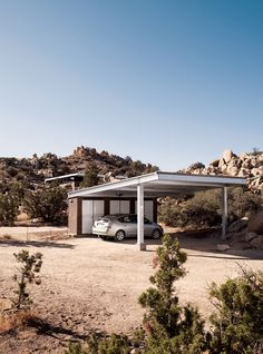 space: blue sky prototype home in joshua tree national forest builder/owner: david mcadams, blue sky homes (carport with solar world's sun module photovoltaic panels)