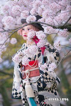 桜とレトロモダン着物