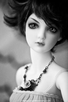 I really adore this bjd. She reminds me a little of Clare from Degrassi