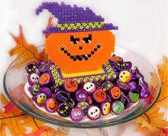 Jack-o'-Lantern Centerpiece made with Perler Beads #kidscrafts #Halloween