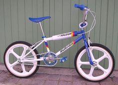 Team Raleigh Burner - Bmx Bikes - Ideas of Bmx Bikes - Team Raleigh Burner Vintage Bmx Bikes, Velo Vintage, Raleigh Burner, Bmx Bandits, Raleigh Bikes, Gt Bmx, Bmx Cruiser, Bmx Racing, Bmx Freestyle