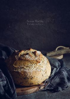 Sesame bread by Sonia Martín Hard Bread, Pain Au Levain, Dark Food Photography, Photography Ideas, Homemade Dinner Rolls, Bread Bun, Artisan Bread, Bread Baking, Bread Food