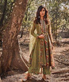 Beautiful Suit, Ikat Print, Designer Gowns, Green Fabric, Mixing Prints, Anarkali, Fashion Forward, Skirt Set, Stylish