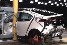 Hebben ze bij een crashtest ook een autoverzekering ? Off zouden ze de autoverzekering dan oplichten ? Darth Vader, Vehicles, Car, Automobile, Cars, Cars, Autos, Vehicle