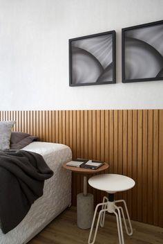 Quarto de casal, cabeceira em madeira - lifestyle urbano