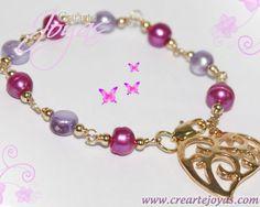 Collar de Perlas Moradas Naturales con dijes de forma de Corazón en oro laminado, envíos a todo el m
