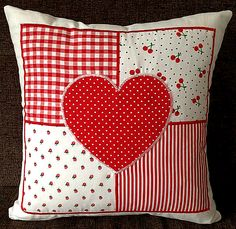 Two Beautiful Red Hearts Cushions – Kissenbezug Patchwork Heart, Patchwork Cushion, Quilted Pillow, Sewing Pillows, Diy Pillows, Valentine Day Crafts, Valentine Decorations, Sewing Crafts, Sewing Projects