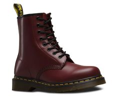 Shop Original Boots & Shoes on the official Dr. Martens like the Women'S 1460 Smooth, 1461 Smooth, and 2976 Smooth in a variety of leathers, textures and colors. Dr Martens 1460, Dr. Martens, Botas Doc Martens, Red Doc Martens, Doc Martens Style, Doc Martens Haute, Estilo Doc Martens, Valentino, Looks Dark
