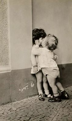 1930s. Photographer and lovers unknown