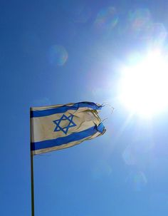 Israel Flag in the Sun Shavua Tov, Israeli Flag, St John The Evangelist, City Of God, Jerusalem Israel, Islam Muslim, Flags Of The World, Holy Land, Trip Planning