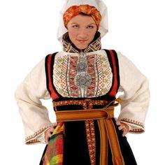 Bunad med to skjorter utenpå hverandre, fra Øst-Telemark. Folk Costume, Costume Dress, Norwegian Wedding, Norse Vikings, Fantasy Costumes, Unique Dresses, Ethnic Fashion, Traditional Outfits, Well Dressed