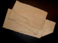 Mit Walnussschalen gefärbtes Halstuch aus Leinen.