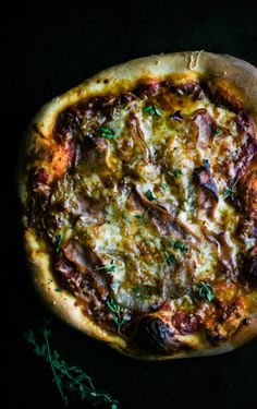 Thyme & Shallot Pizza...i'm going to try this with the cauliflower pizza crust to make this even healthier!