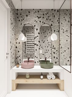 Papier peint terrazzo pour un style design dans une salle de bain. Beautiful Bathrooms, Modern Bathroom, Small Bathroom, Master Bathroom, Bathroom Mirrors, Bathroom Wallpaper, Bathroom Cabinets, Bad Inspiration, Bathroom Inspiration