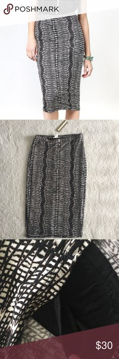 Matty M Pattern Midi Skirt New with tags! Has a slip underneath so not see through. True medium. ✨Reasonable offers accepted/negotiated✨ Matty M Skirts Midi