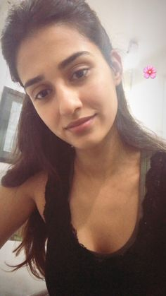 Disha Patani is a stye icon for young generation. Know more about disha Age, Height, Sister, Relationship and images on here. Disha Patani Instagram, Nidhi Agarwal, Disha Patni, Gal Pal, Healthy Living Tips, Bollywood Actress, Indian Bollywood, Indian Actresses, Hot Actresses