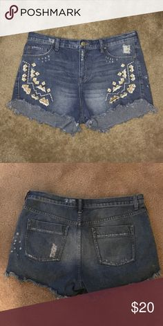Free People Jean Shorts Free People faded Jean shorts with frayed bottom. Aztec pattern on pocket area. Free People Shorts Jean Shorts