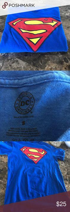 Superman Men's t-Shirt. Sz. Small. Superman fans!! Superman Men's t-Shirt. Size small. Bright, bold & vibrant colors. Fans, get your memorabilia. DC Comics Shirts Tees - Short Sleeve