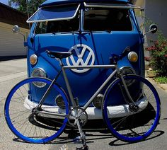 Blue, gray, and black fixie.oh, and a slammed VW Bus Vw Camper, Vw Volkswagen, Volkswagen Bus, Vw T1, Campers, Fixi Bike, Bici Retro, Combi T1, Old Trucks