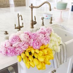 Pink peonies & yellow tulips perfect for easter My Flower, Fresh Flowers, Beautiful Flowers, Flower Bomb, Yellow Tulips, Pink Peonies, Peonies Bouquet, Pink Yellow, Potpourri