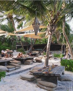There are over of way to tablescape your beach party Outdoor Cafe, Outdoor Restaurant, Outdoor Living, Cafe Shop Design, Cafe Interior Design, Resorts In Philippines, Restaurant Design, Restaurant Bar, Beach Cafe