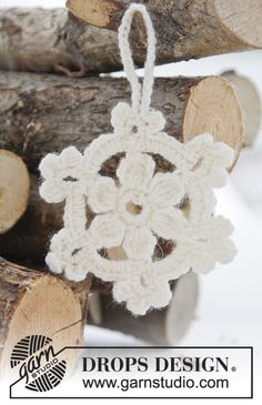 "DROPS Christmas: Crochet DROPS star in ""Fabel"" to hang on the Christmas tree. ~ DROPS Design"